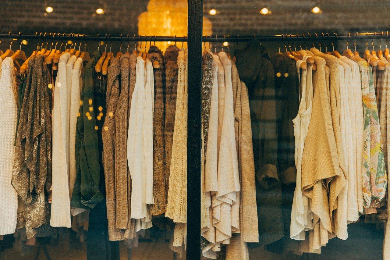 Maglieria e abbigliamento all'ingrosso